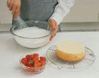 ケーキを作る工程 生クリームの泡立て