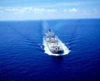 青空と雲と海とタンカー