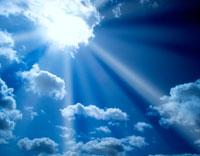 青空と雲と太陽の光り