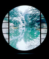丸窓からの冬の景色