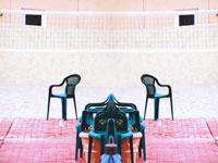 バレーコートと椅子