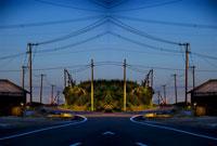 シンメトリーの道路 20021000831| 写真素材・ストックフォト・画像・イラスト素材|アマナイメージズ