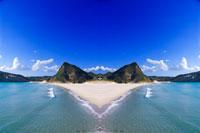 シンメトリーの海岸 20021000849| 写真素材・ストックフォト・画像・イラスト素材|アマナイメージズ