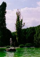 公園の噴水 20021000862| 写真素材・ストックフォト・画像・イラスト素材|アマナイメージズ