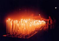教会のろうそく 20021000891| 写真素材・ストックフォト・画像・イラスト素材|アマナイメージズ