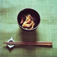総菜と箸 20021001019| 写真素材・ストックフォト・画像・イラスト素材|アマナイメージズ