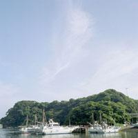 港と青空 20021001068| 写真素材・ストックフォト・画像・イラスト素材|アマナイメージズ