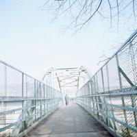 跨線橋 20021001092| 写真素材・ストックフォト・画像・イラスト素材|アマナイメージズ