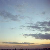 夕景の空とクレーン 20021001103| 写真素材・ストックフォト・画像・イラスト素材|アマナイメージズ