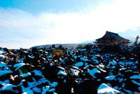 雪の鬼押出 20021001158| 写真素材・ストックフォト・画像・イラスト素材|アマナイメージズ