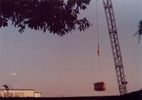 クレーンと空 20021001168| 写真素材・ストックフォト・画像・イラスト素材|アマナイメージズ