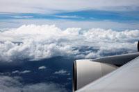 飛行機と青空と雲 20021001241| 写真素材・ストックフォト・画像・イラスト素材|アマナイメージズ