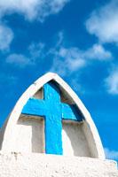 青い十字架と空