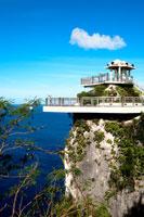 海と展望台と青空 20021001330A| 写真素材・ストックフォト・画像・イラスト素材|アマナイメージズ
