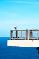 海と展望台と青空