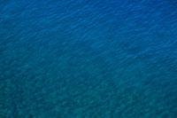エメラルドの海面 20021001336| 写真素材・ストックフォト・画像・イラスト素材|アマナイメージズ