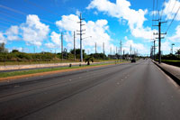 道路と青空と電線