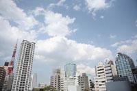立ち並ぶ高層ビルと空 20021001481A| 写真素材・ストックフォト・画像・イラスト素材|アマナイメージズ
