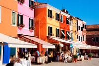 ブラーノ島の街並 20021002879| 写真素材・ストックフォト・画像・イラスト素材|アマナイメージズ