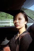 車内の女性