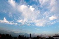 街と青空と雲