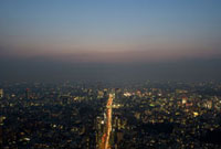 東京都市の夜景と道
