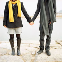 手をつなぐカップル 20021005689| 写真素材・ストックフォト・画像・イラスト素材|アマナイメージズ
