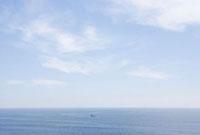 城ヶ崎海岸より望む空と海と船
