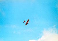 青い空と赤い飛行機