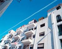 ティトアンの飛行機雲 20021006009| 写真素材・ストックフォト・画像・イラスト素材|アマナイメージズ