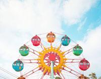 青空と観覧車 20021006081| 写真素材・ストックフォト・画像・イラスト素材|アマナイメージズ