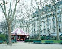 パリの街中にあるメリーゴーランド