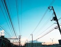 電線と空と夕暮れ