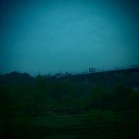 早朝に車窓から見える景色 20021006427| 写真素材・ストックフォト・画像・イラスト素材|アマナイメージズ