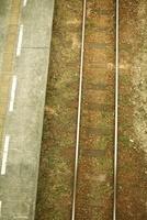 線路とホーム 20021006438| 写真素材・ストックフォト・画像・イラスト素材|アマナイメージズ
