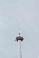 空と京都タワー 20021006594| 写真素材・ストックフォト・画像・イラスト素材|アマナイメージズ