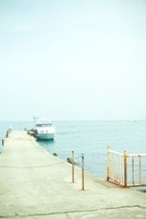 友ヶ島へ到着したフェリーと桟橋