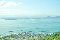 女木島から望む町並と高松 20021006669| 写真素材・ストックフォト・画像・イラスト素材|アマナイメージズ