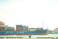 大阪湾を走るタンカー