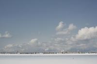 晴れた冬の地平に広がる街 20021006855| 写真素材・ストックフォト・画像・イラスト素材|アマナイメージズ