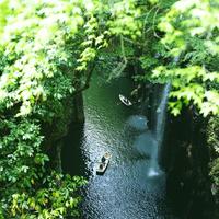 川とボート 20021006867| 写真素材・ストックフォト・画像・イラスト素材|アマナイメージズ