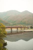 高梁川を渡る特急やくも 20021006999| 写真素材・ストックフォト・画像・イラスト素材|アマナイメージズ