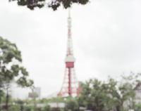 ぼやけた東京タワー 20021007161| 写真素材・ストックフォト・画像・イラスト素材|アマナイメージズ