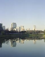 桜田濠の奥に立つ国会議事堂 20021007163| 写真素材・ストックフォト・画像・イラスト素材|アマナイメージズ