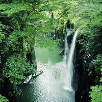 高千穂峡の滝と2槽のボート 20021007177| 写真素材・ストックフォト・画像・イラスト素材|アマナイメージズ