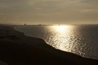 砂浜と沈む夕日