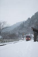 雪の白山長滝駅