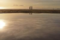 夕暮れの海 20021007328| 写真素材・ストックフォト・画像・イラスト素材|アマナイメージズ