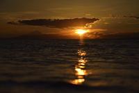 夕暮れの海 20021007330| 写真素材・ストックフォト・画像・イラスト素材|アマナイメージズ