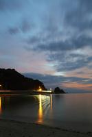 夕暮れの海岸 20021007359| 写真素材・ストックフォト・画像・イラスト素材|アマナイメージズ